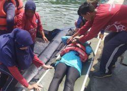 Mahasiswa  Program Studi Profesi Ners Sekolah Tinggi Ilmu Kesehatan Hang Tuah Berlatih Cara Evakuasi Medis Di Laut di Kombasin Dislambair Koarmada II